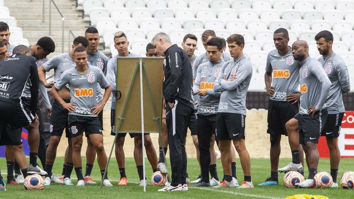 Tiago Nunes comanda treino na Arena antes da estreia no Paulistão