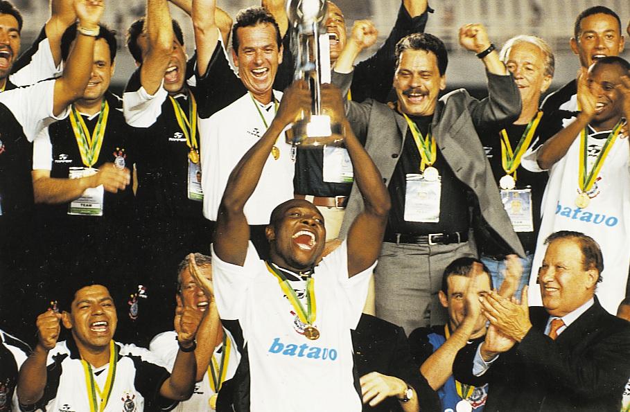 Corinthians TV Play exibe jogo festivo em comemoração aos 20 anos do Mundial de 2000