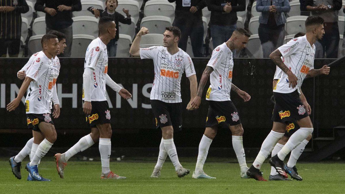 Timão acerta 93% dos passes e tem postura ofensiva eficiente na estreia no Paulistão