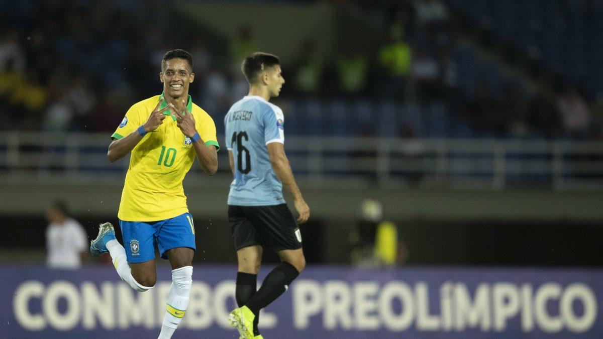 Pedrinho marca, Brasil derrota Uruguai e se isola na liderança do Grupo B do Pré-Olímpico