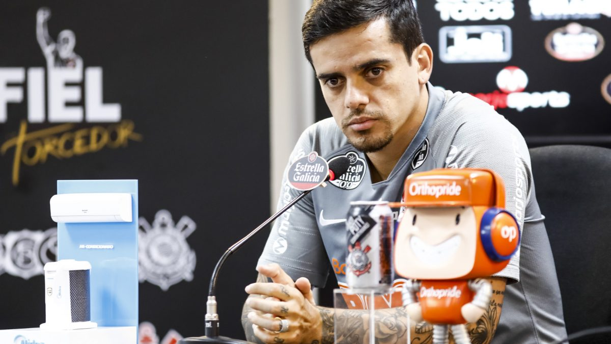 Fagner elogia trabalho de Tiago Nunes e comenta início de temporada