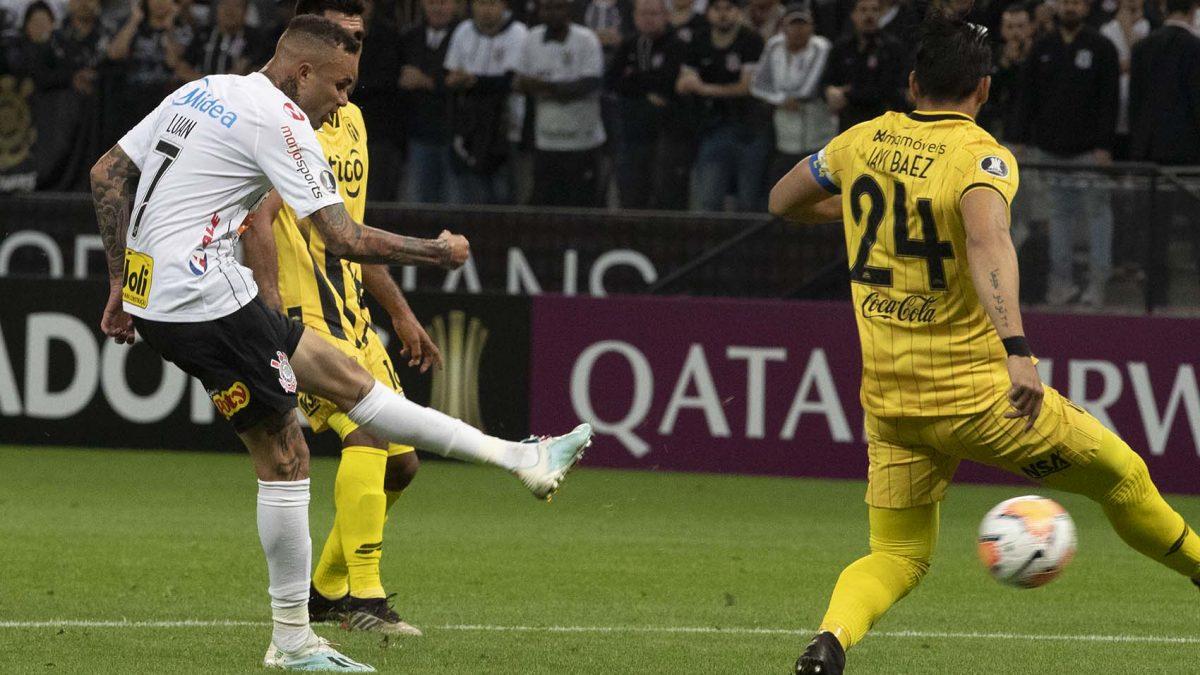 Corinthians luta, vence Guaraní por 2 a 1 mas se despede da Conmebol Libertadores