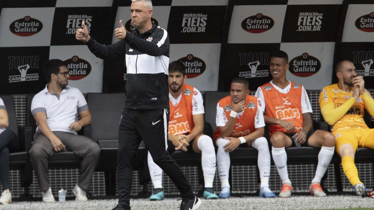 """Tiago Nunes: """"jogos grandes fortalecem o espírito do time"""""""