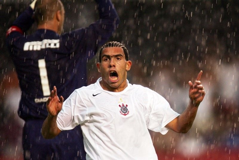 Campeão brasileiro em 2005 pelo Timão, Tevez completa 36 anos nesta quarta-feira