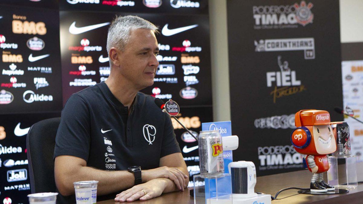 Tiago Nunes comenta semana de treinamentos e partida contra Novorizontino