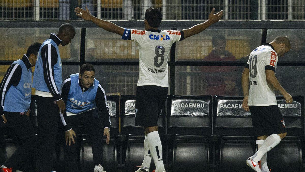 Há sete anos, Paulinho se despedia do Timão marcando gol