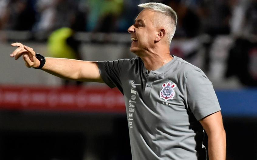 Tiago Nunes traça prazo mínimo para readaptação do Corinthians