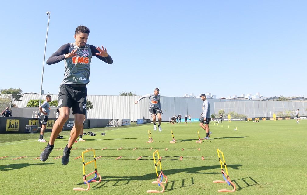 Tiago Nunes separa elenco do Corinthians em setores em novo treinamento
