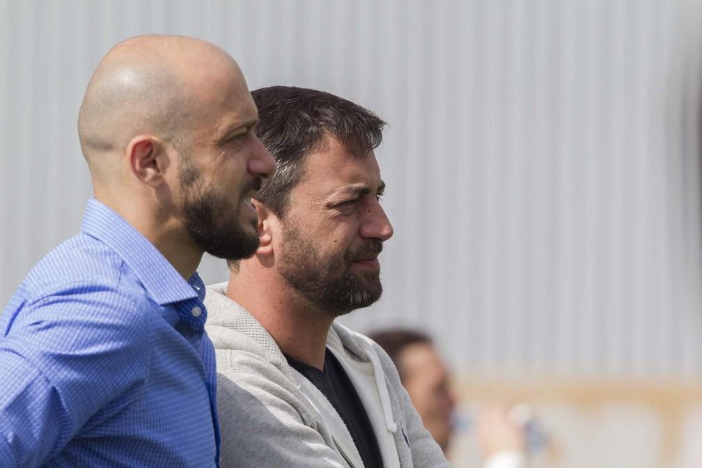 Presidente do Corinthians recebe líderes de torcida
